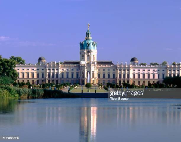 charlottenburg palace and lake - charlottenburg palace stock pictures, royalty-free photos & images