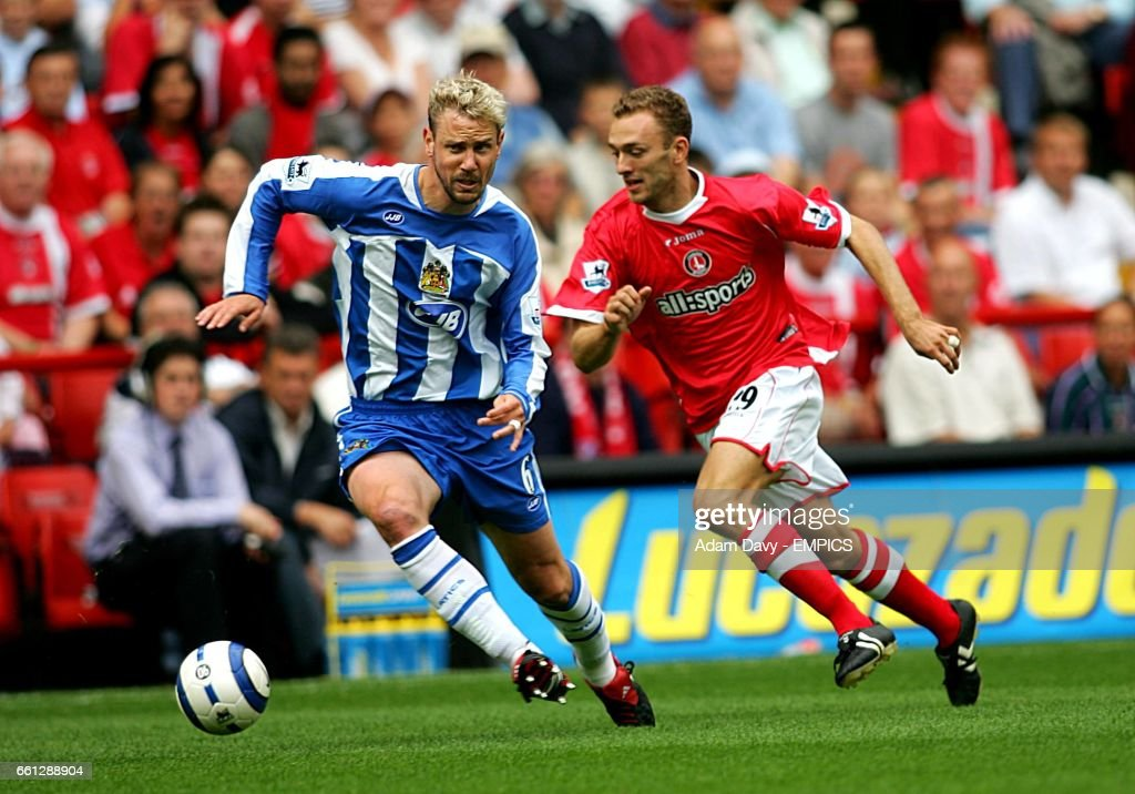 Soccer - FA Barclays Premiership - Charlton Athletic v Wigan Athletic - The Valley : News Photo