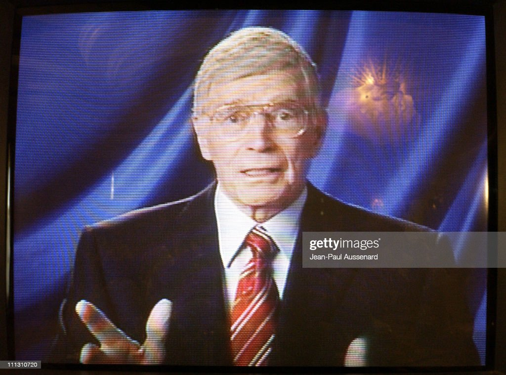 Charlton Heston announces he may have Alzheimer's disease in a taped segment at a press conference at the Beverly Hills Hotel.