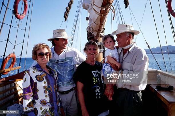 Charlton Heston In Israel. Charlton HESTON en Israël, où il accompagne son fils Fraser qui produit un documentaire sur les hauts lieux de la Bible,...