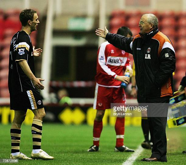 Charlton Manager Les Reed speaks to Dennis Rommedahl during the Barclays Premiership match between Middlesbrough and Charlton Athletic at The...