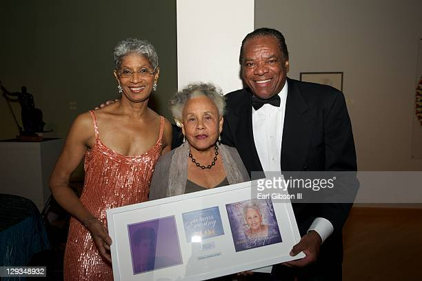 Charmain Jefferson Betye Saar and John Witherspoon share with Betye Saar a lifetime achievement award at 'An Artful Evening At CAAM' Gala on October...