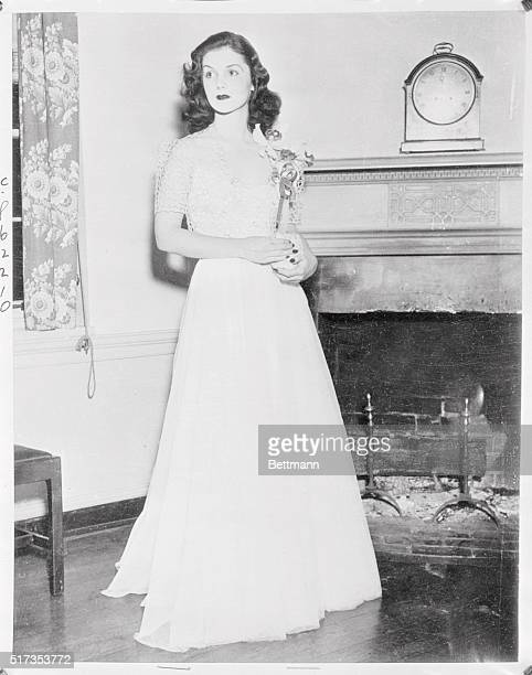Charming Brenda Diana Duff Frazier New York's Glamour Girl No1 one of almost a hundred society belles to make bow in massdebut at the Bachelors...