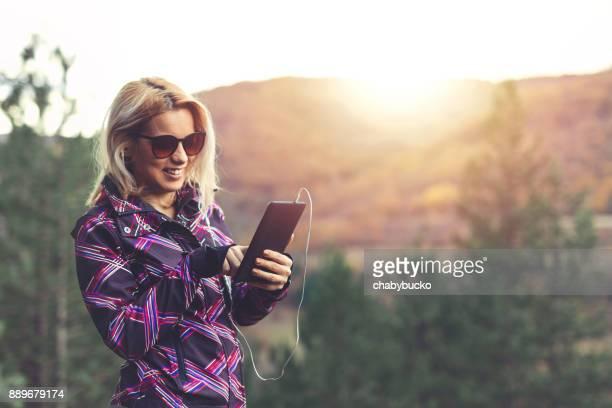 Charmante Dame in Natur, Technik