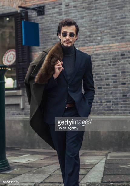 charmante jonge gentleman - coltrui stockfoto's en -beelden