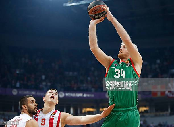 Chase Budinger of Baskonia in action against Luka Mitrovic and Branko Lazic of Crvena Zvezda during the 2016/2017 Turkish Airlines EuroLeague Regular...