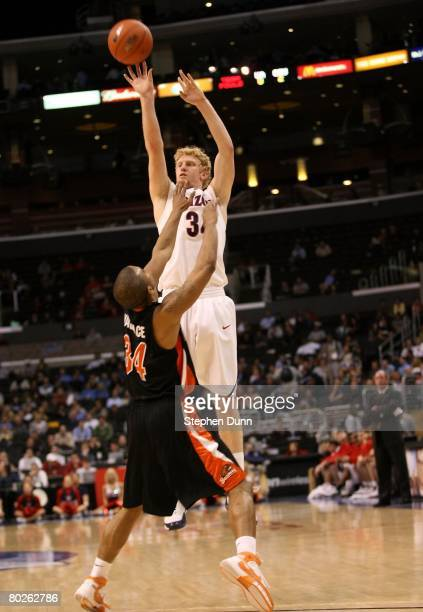 Chase Budinger of the Arizona Wildcats shoots over the defense of Lathen Wallace of the Oregon State Beavers during the 2008 Pacific Life Pac10 Men's...
