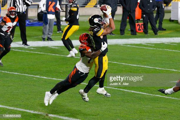 Chase Claypool of the Pittsburgh Steelers catches an 11-yard touchdown against the Cincinnati Bengals during their NFL game at Heinz Field on...