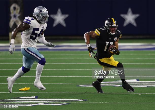 Chase Claypool of the Pittsburgh Steelers runs the ball past Jaylon Smith of the Dallas Cowboys in the fourth quarter at AT&T Stadium on November 08,...