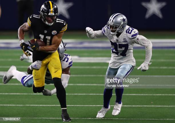 Chase Claypool of the Pittsburgh Steelers runs the ball past Trevon Diggs and Jaylon Smith of the Dallas Cowboys in the fourth quarter at AT&T...