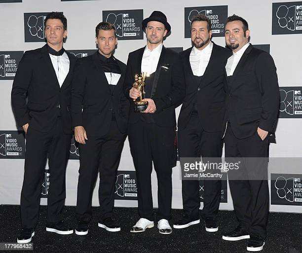 JC Chasez Lance Bass Justin Timberlake Joey Fatone and Chris Kirkpatrick of N'Sync pose with the Michael Jackson Video Vanguard Award at the 2013 MTV...