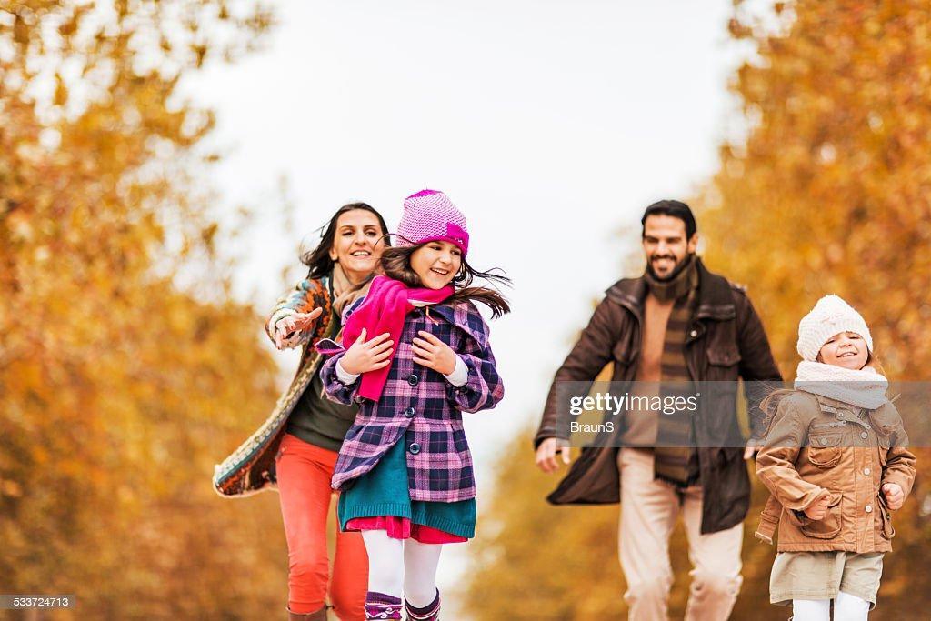 Rincorrere in autunno. : Foto stock