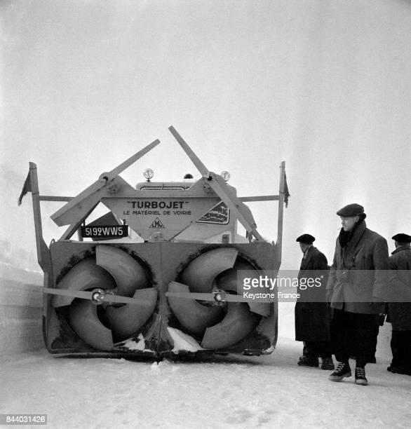 Chasseneige en action au Val d'Isère France en février 1956