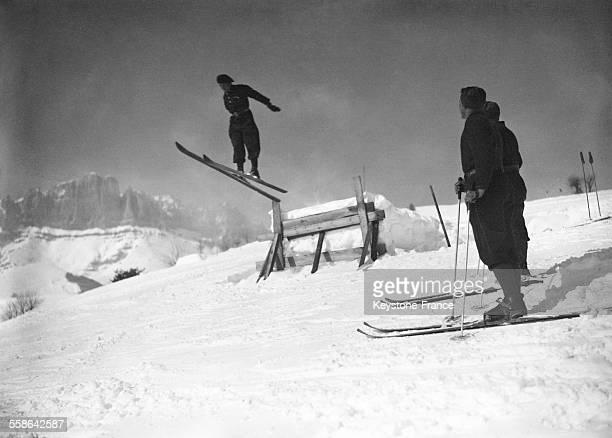 Chasseur alpin sautant à Megève, France, circa 1940.