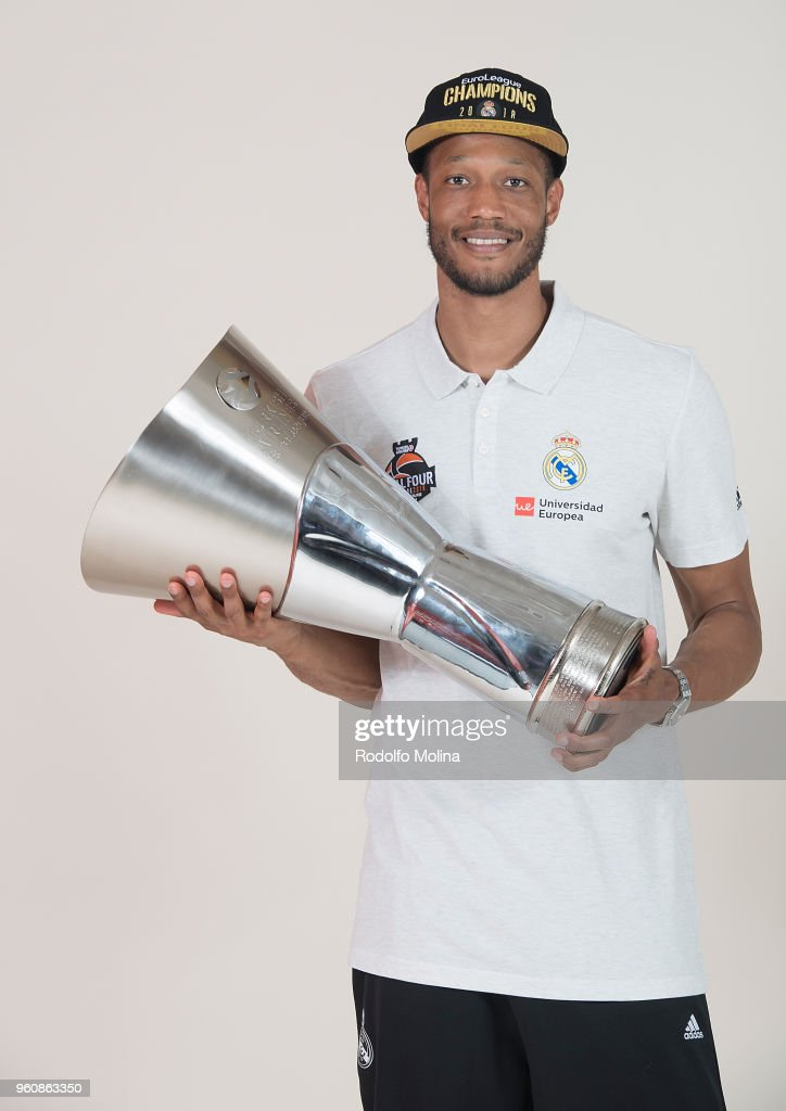 Champion Photo Session with Trophy - 2018 Turkish Airlines EuroLeague F4