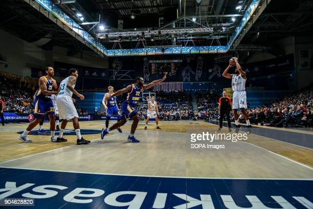 Chasson Randle #2 of Real Madrid shoots a corner three pointer against Charles Jenkins #22 of Moscow Khimki during the 2017/2018 Turkish Airlines...