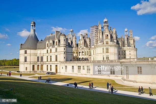 chateau chambord in the loire valley - loir et cher stock pictures, royalty-free photos & images