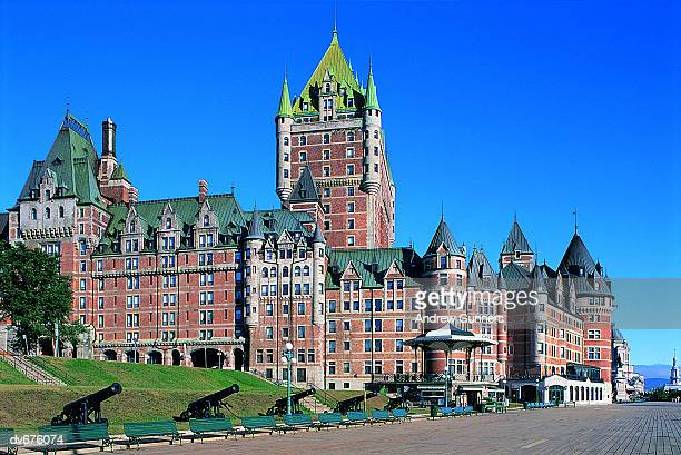 chateau frontenac, haute village, quebec city, canada - chateau frontenac hotel stock pictures, royalty-free photos & images