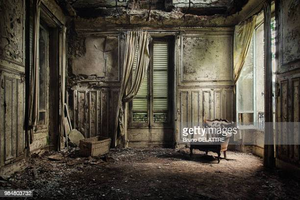 chateau verdure - abandoned stock pictures, royalty-free photos & images