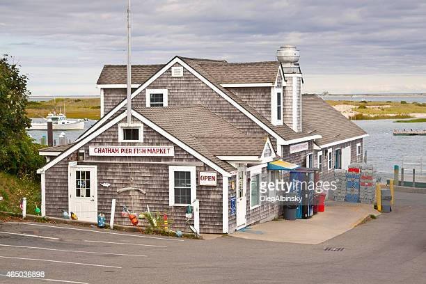 chatham pier fish market, chatham, cape cod, massachusetts. - chatham dockyard stock photos and pictures