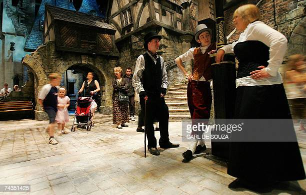TO GO WITH AFP STORY BY Elodie Mazein Picture taken 25 May 2007 shows actors dressed as characters from Charles Dickens stories chatting at the...
