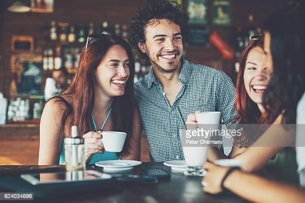 Chats im Café