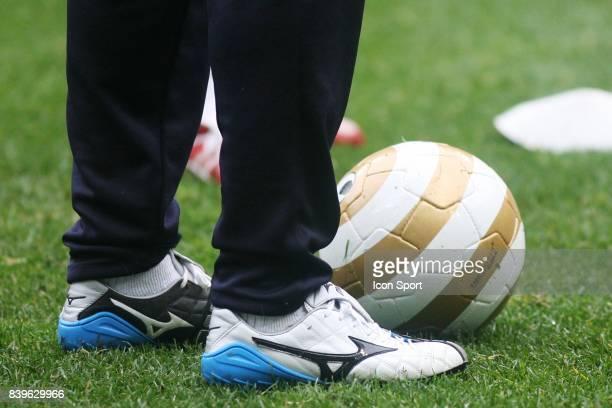 Chaussures Mizuno / Ballon coupe de la Ligue Entrainement des Girondins de Bordeaux avant la finale de la coupe de la ligue