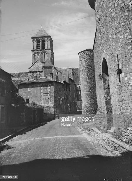 Chauvigny . Church Saint-Pierre and the castle of Harcourt .