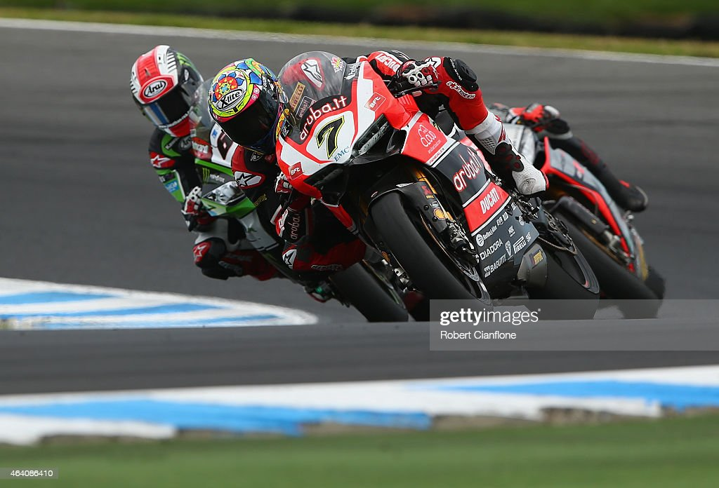 Chaz Davies of Great Britain rides the #7 Aruba.it Racing-Ductati Superbike Team Ducati Panigale R during race two of the World Superbikes World Championship Australian Round at Phillip Island Grand Prix Circuit on February 22, 2015 in Phillip Island, Australia.