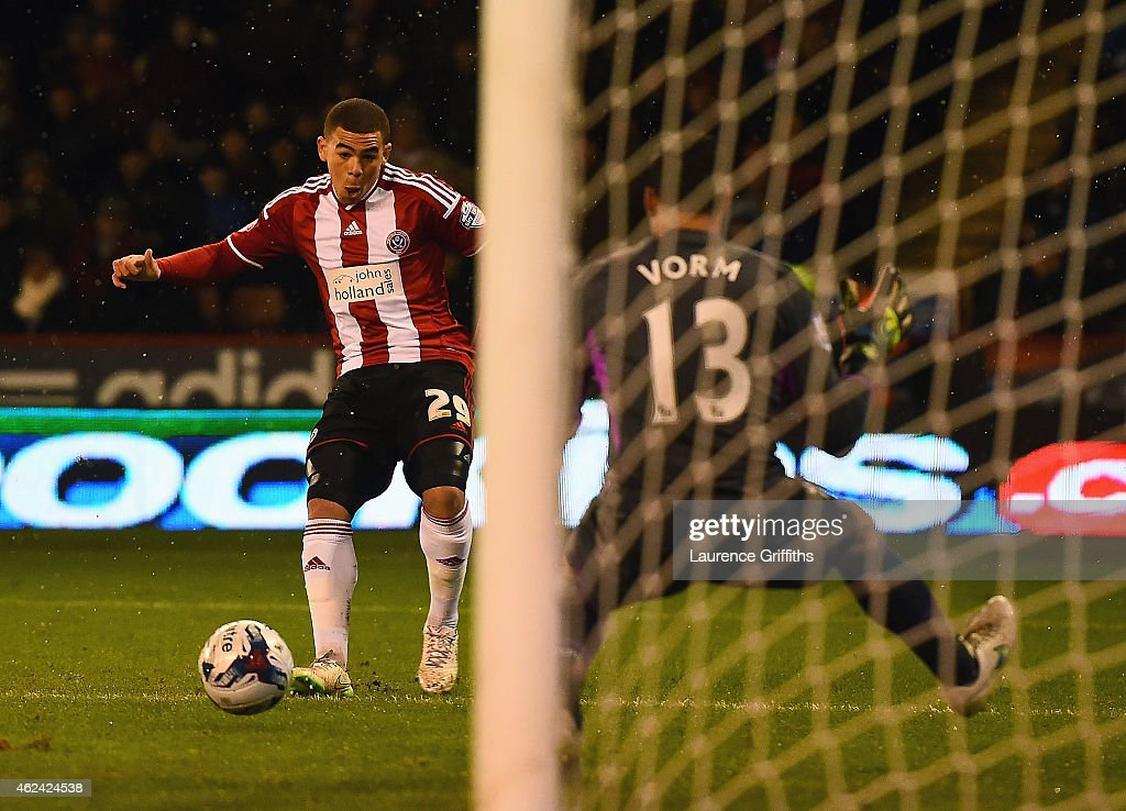 Che Adams of Sheffield United scores his first goal during the Capital One Cup Semi-Final Second Leg match between Sheffield United and Tottenham Hotspur at Bramall Lane on January 28, 2015 in Sheffield, England.
