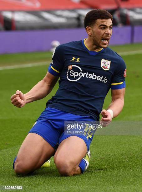 Che Adams of Southampton celebrates after scoring their side's second goal during the Premier League match between Sheffield United and Southampton...
