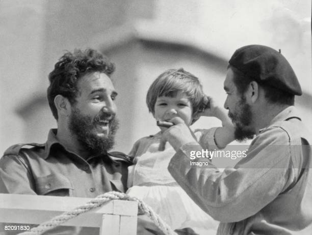 Che Guevara his daughter Aleida and Fidel Castro Photograph Around 1963 [Che Guevara dessen Tochter Aleida und Fidel Castro Photographie Um 1963]