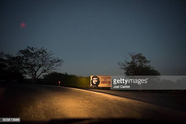 che guevara political billboard on cuban roadside - pinar del rio stock photos and pictures