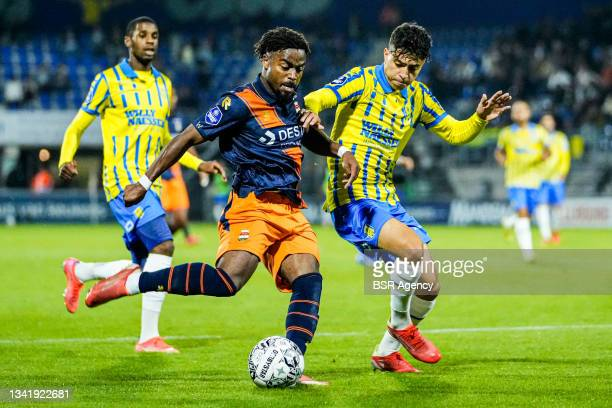 Che Nunnely of Willem II and Ayman Azhil of RKC Waalwijk during the Dutch Eredivisie match between RKC Waalwijk and Willem II at Mandemakers Stadion...