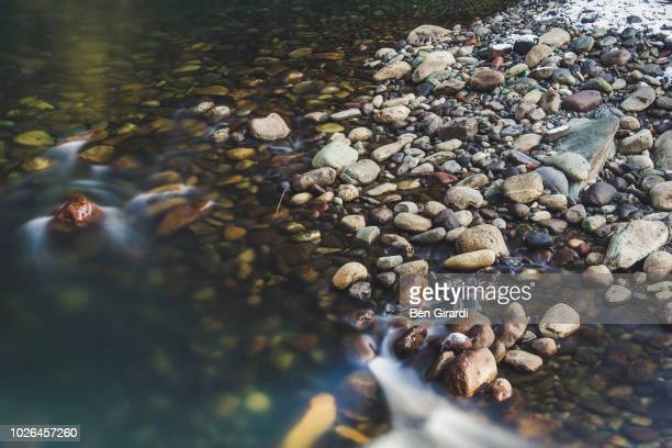 cheakamus river, whistler, british columbia, canada - bach stock-fotos und bilder