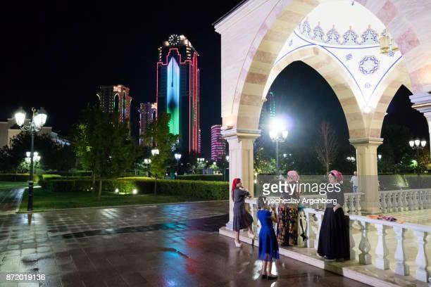 chechen women in grozny at night, chechnya - argenberg stock-fotos und bilder