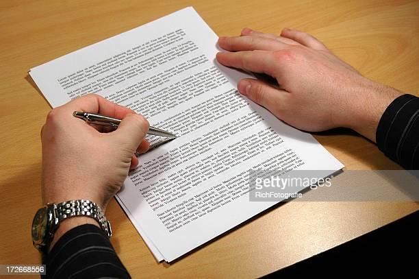 確認文書にペン