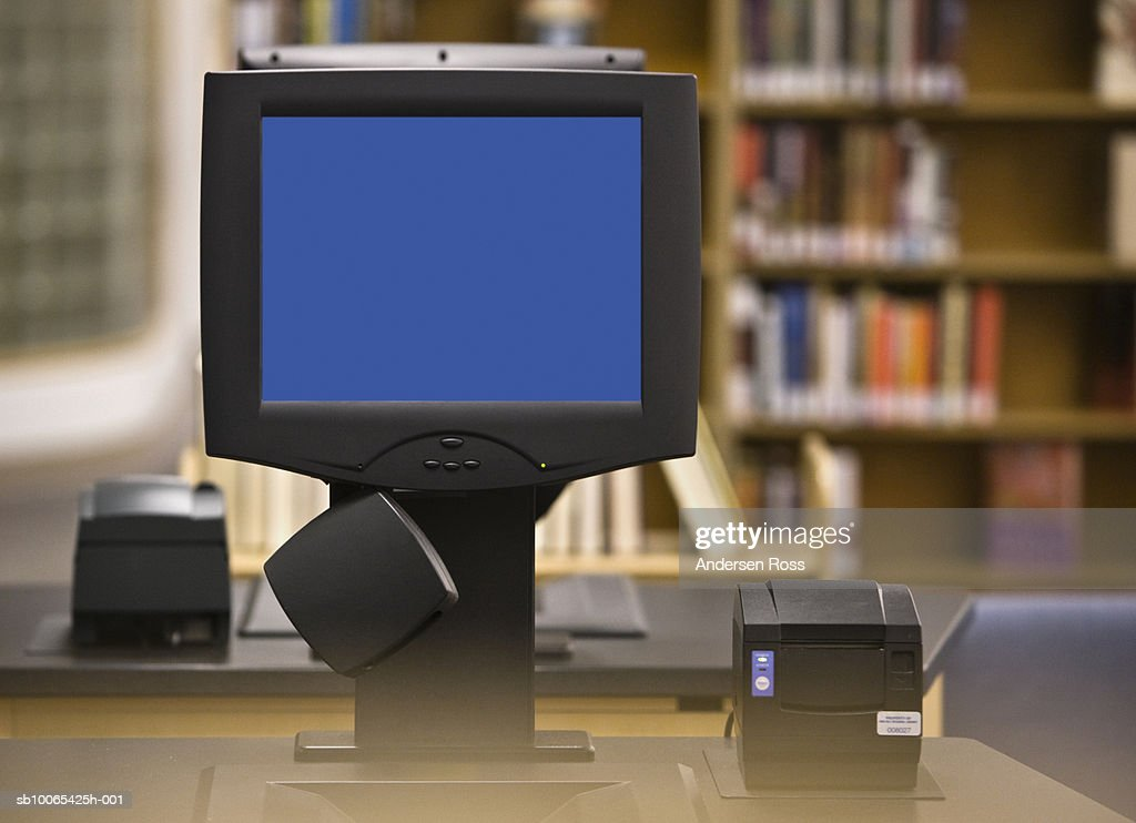 Check out computer in library : Foto stock
