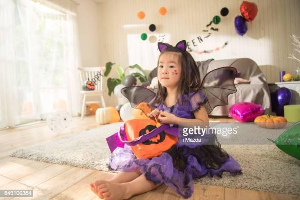 お菓子の袋を確認してください。ハロウィーン パーティー。