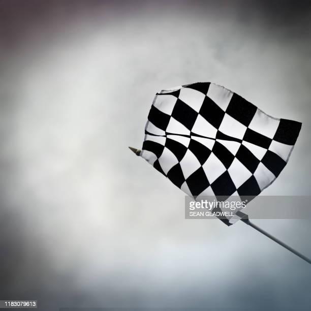 checkered flag - finale photos et images de collection