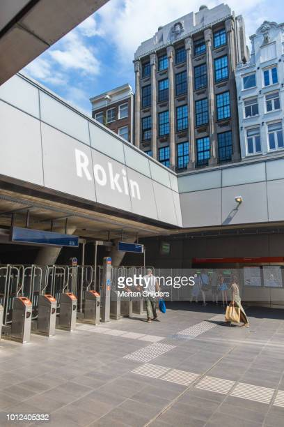 check-in gates at amsterdam rokin metrostation - merten snijders stock pictures, royalty-free photos & images