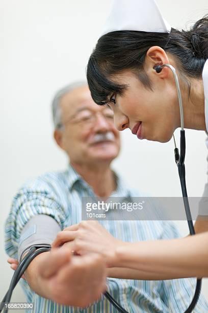 血圧をチェック