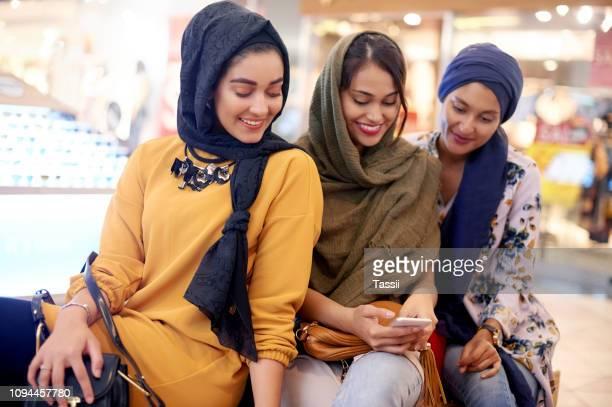 ショッピング モールでのをチェックイン - サウジアラビア ストックフォトと画像