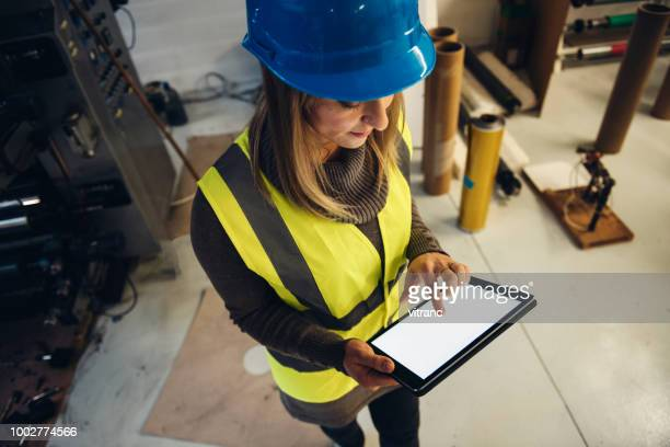 checking output quality - maintenance engineer stock pictures, royalty-free photos & images