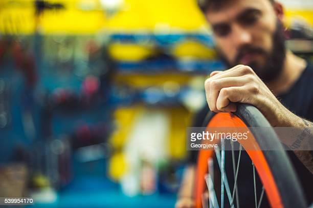 Checking tire balance