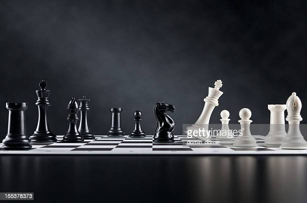 checkmate move, chess knight is checking chess king, chess board - chess stock pictures, royalty-free photos & images