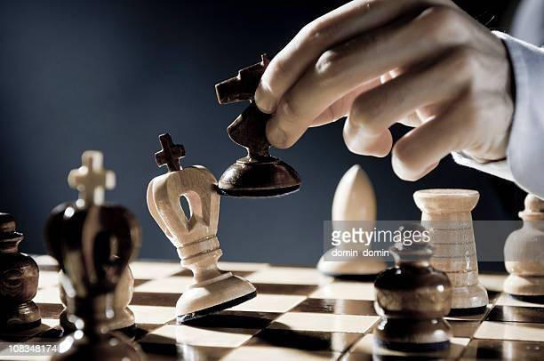 checkmate estrategia, primer plano de hombre de ajedrez, que checkmate mover