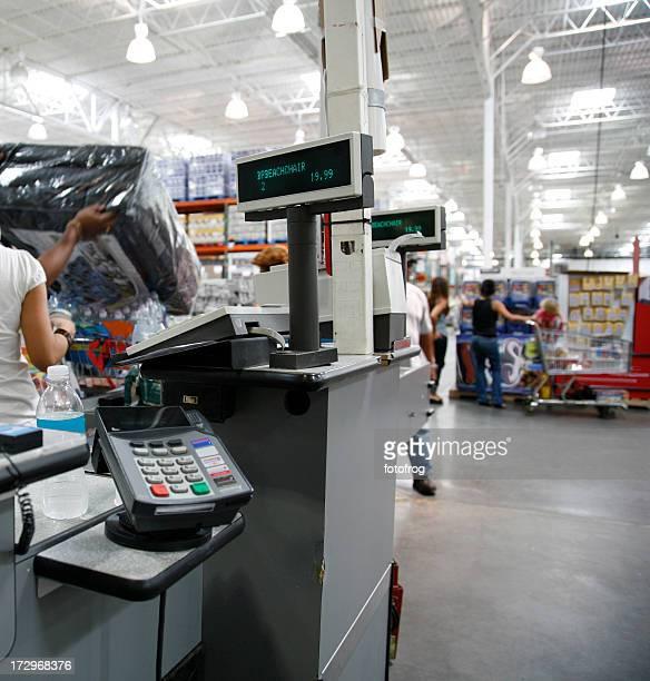 Paiement en espèces s'inscrit dans l'entrepôt magasin