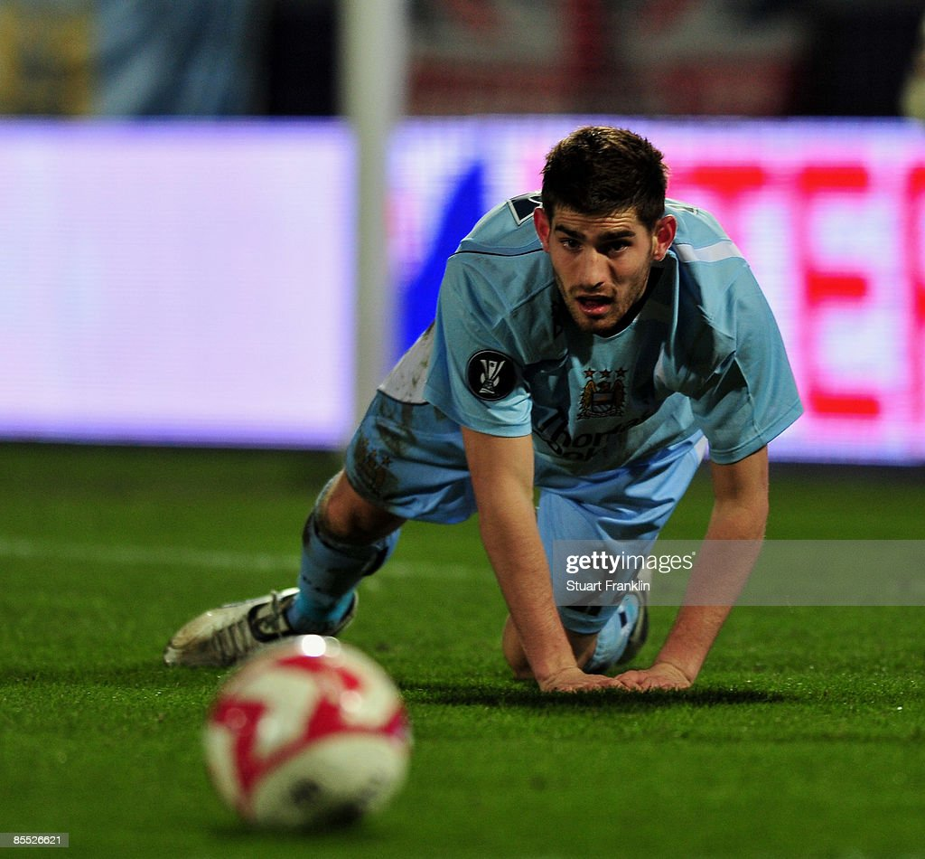 Aalborg v Manchester City - UEFA Cup : News Photo