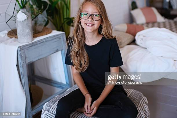 cheerful 9-10 years old girl caucasian wearing glasses with long blonde hair - 8 9 jahre stock-fotos und bilder